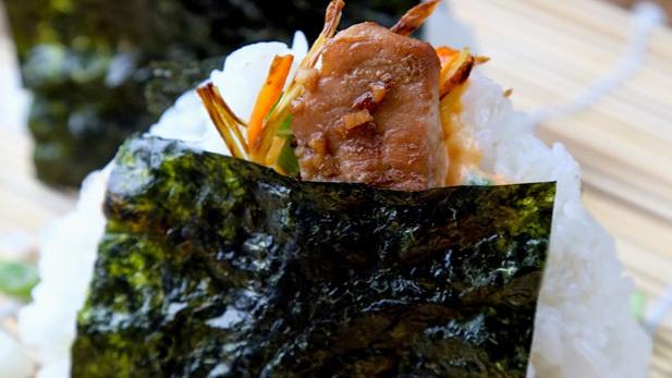 Онигири с курицей и имбирем Японская кухня