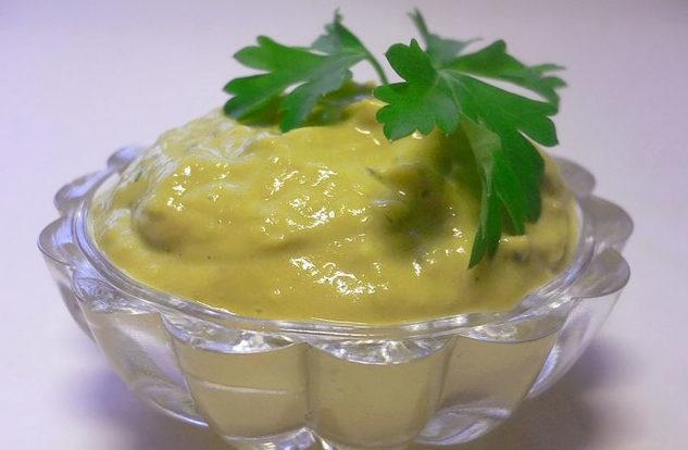 Канарский соус из авокадо с чесноком