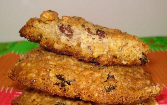 Печенье из овсяных хлопьев с грецкими орехами