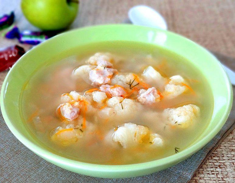 Куриный суп с раками и цветной капустой