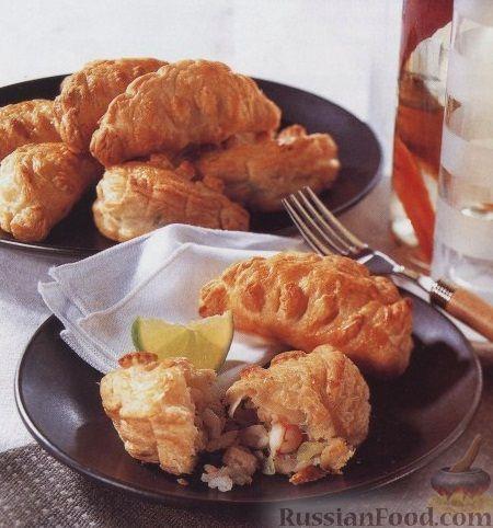 Слоеные пирожки с креветками и горбушей
