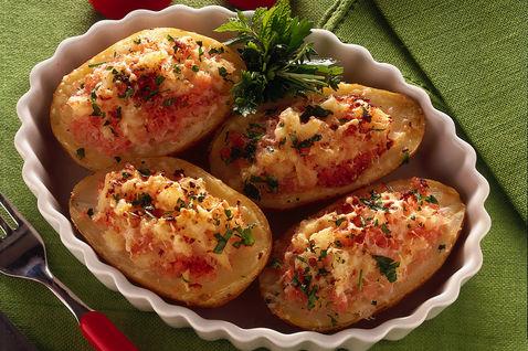 Картофель, фаршированный рыбой