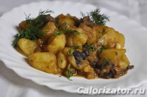 Картофель тушеный с грибами