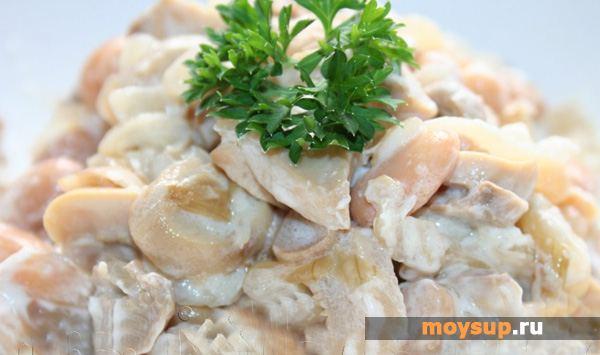 Картофельный салат с белой фасолью и шампиньонами