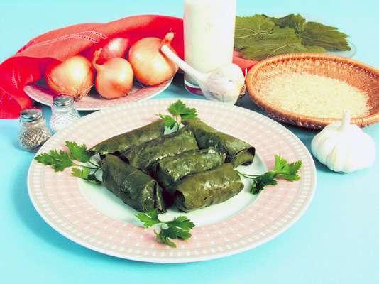 Пасуп толма (голубцы из виноградных листьев  с начинкой из бобовых и сухофруктов)