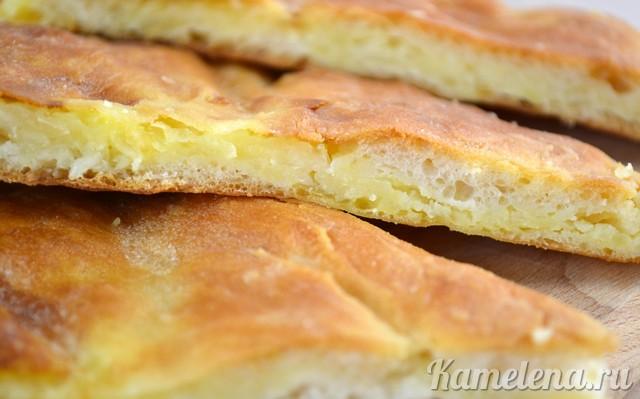 Пирог с начинкой из картофеля и брынзы