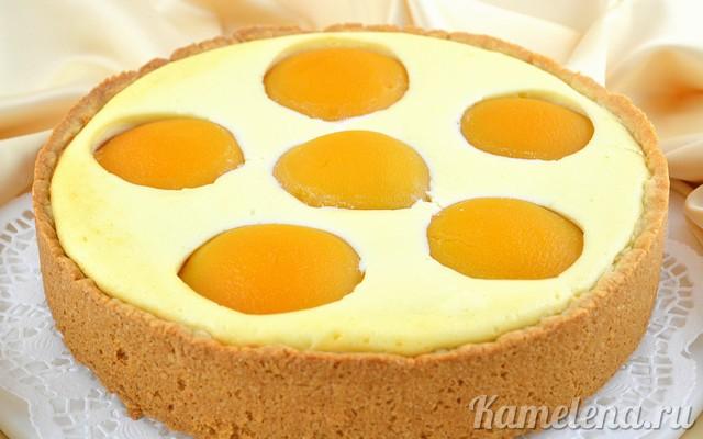 Пирожные с персиками и ананасами