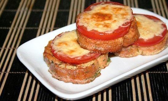 Потапцы (гренки с помидорами и сыром)