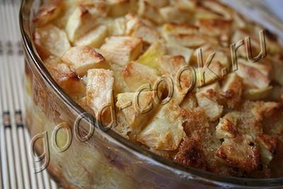 Ромовый пудинг с яблоками