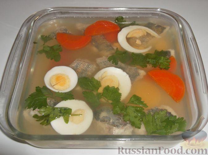 Рыба заливная с лимоном и морковью