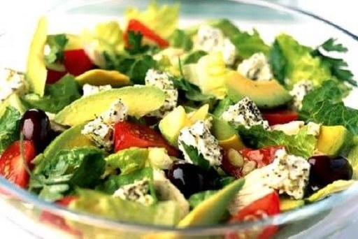 Салат из авокадо с брынзой