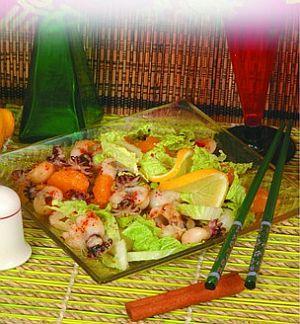 Салат из каракатиц с мандаринами и пекинской капустой