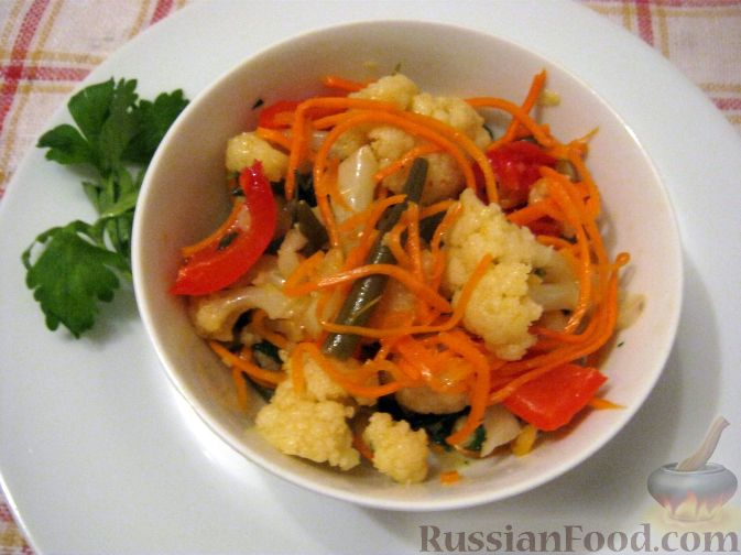 Салат из крабов, цветной капусты и картофеля