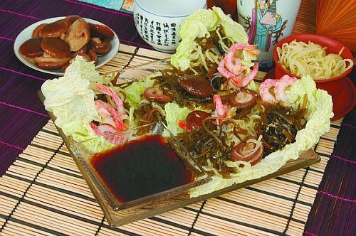 Салат из креветок, шиитаке и лапши