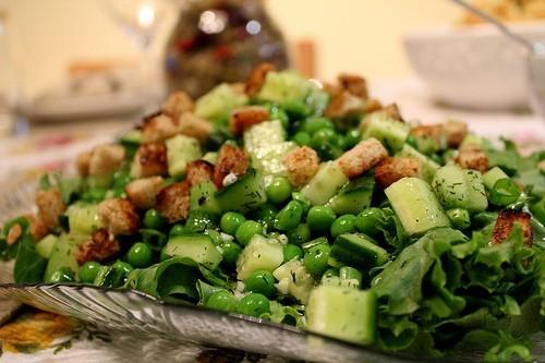 Салат из мидий с зеленым горошком