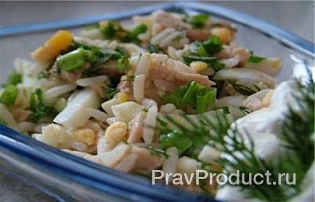 Салат из минтая с рисом и помидорами