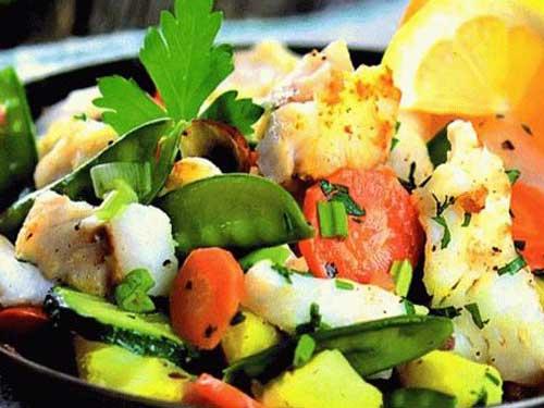 Салат из морского окуня с зеленью