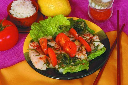Салат из морского языка с анчоусами и омарами