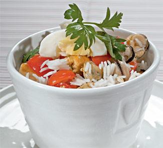 Салат из окуня и мидий с рисом
