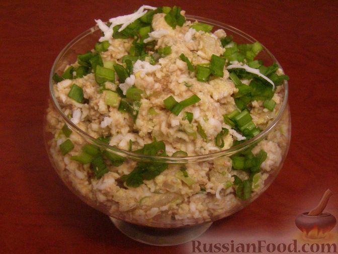 Салат из печени трески и яиц