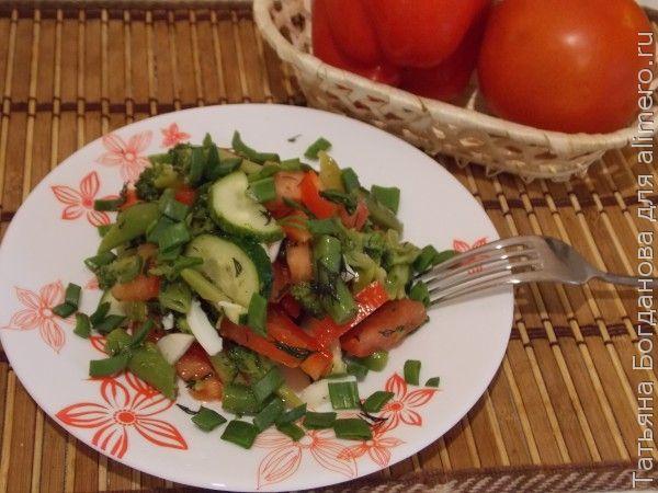 Салат из перца с овощами и фруктами