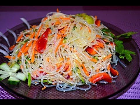 Салат из рисовой лапши с огурцами и зеленью