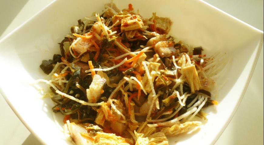 Салат из сельди с морской капустой