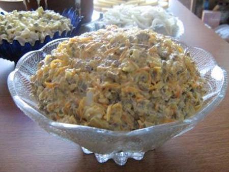 Салат из свиной печени с грибами