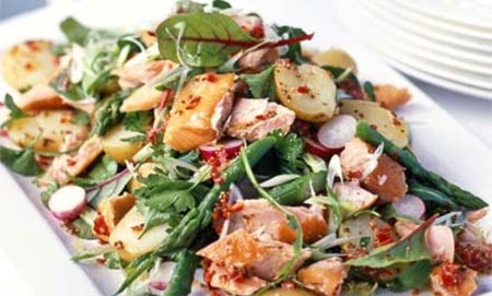 Салат из трески с острым соусом
