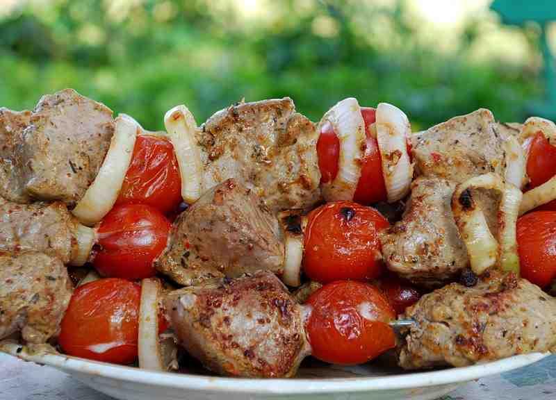 Шашлык из свинины с помидорами