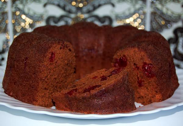 Шоколадный кекс с черешней