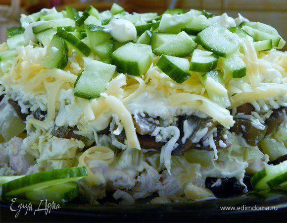 Слоеный салат из курицы и чернослива