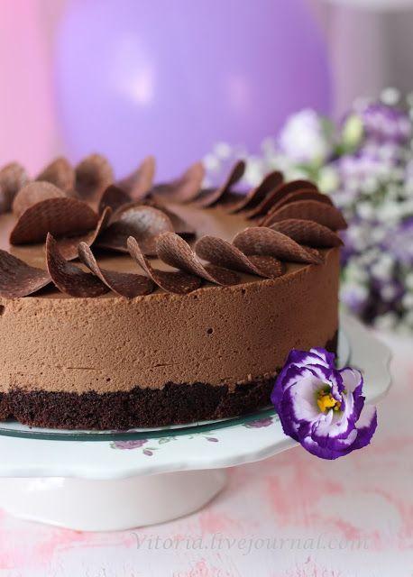Слоеный торт с шоколадно-ванильным кремом
