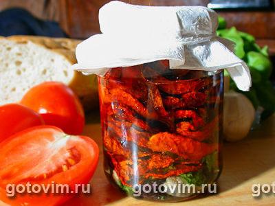 Сушеные помидоры с пряными травами в масле