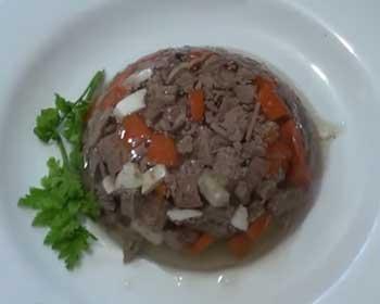 Заливное из тушеного мяса