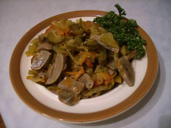 Картофель с почками и солеными огурцами