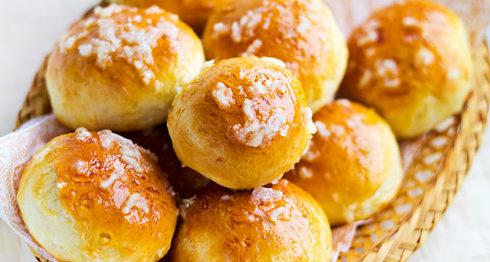 Пампушки (булочки с чесночным соусом)