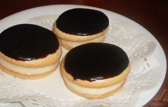 Пирожные с шоколадной помадкой