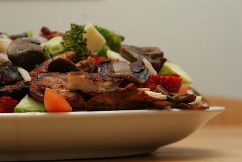 Салат с шиитаке и имбирем