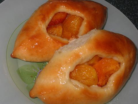 Пирожки с абрикосами открытые