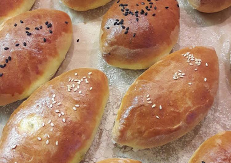 Пирожки с яблочным повидлом и грецкими орехами