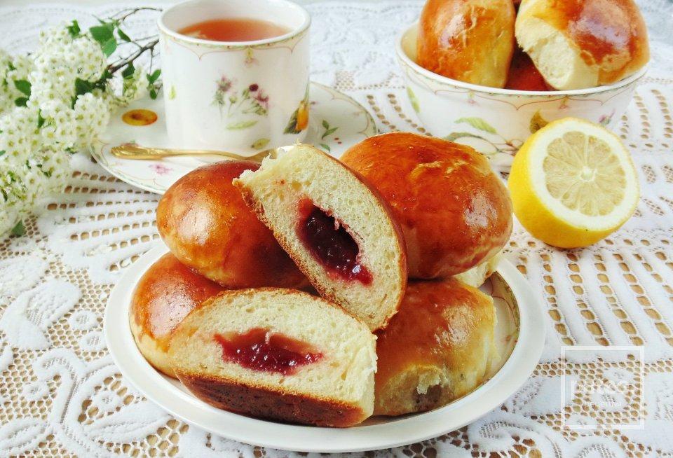 Пирожки с вишневым джемом