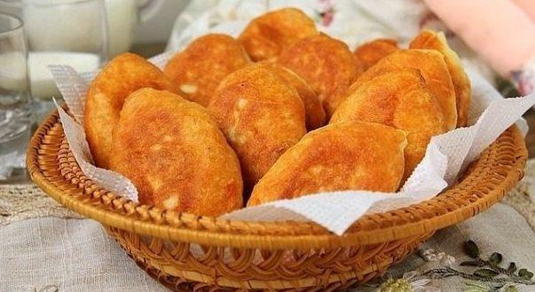 Пирожки жареные с горохом и беконом