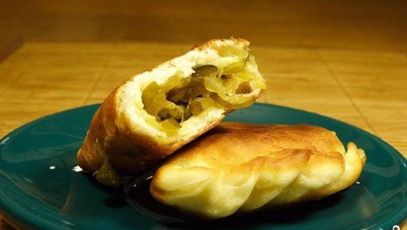 Пирожки жареные с рисом и солеными огурцами