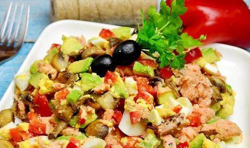Салат из форели с шампиньонами