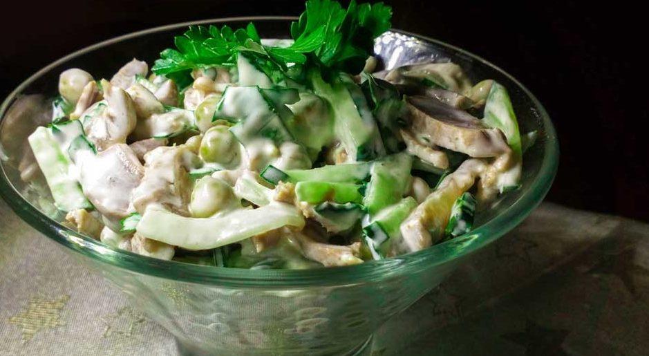 Салат из куриных субпродуктов с огурцами и сливками