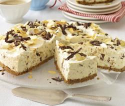 Торт с кусочками шоколада без выпечки