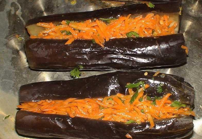 Баклажаны, фаршированные морковью (квашенные)