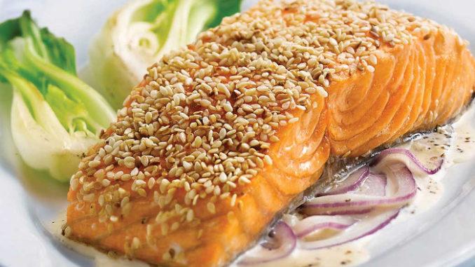 Филе лосося с имбирем и кунжутом