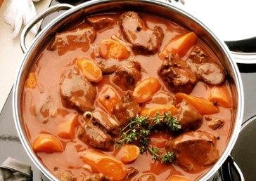 Яйни (суп из говядины с курагой)